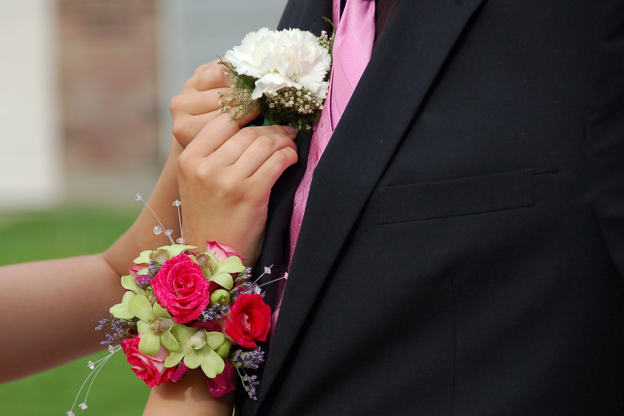 How to Help Your Teen Budget for Prom