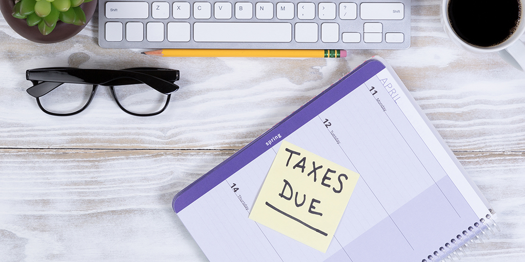 sticky note reminder of taxes due